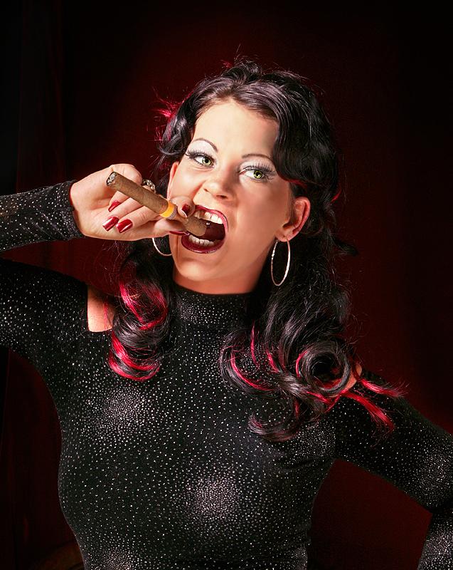 Cash Diva Cheyenne mit Zigarre